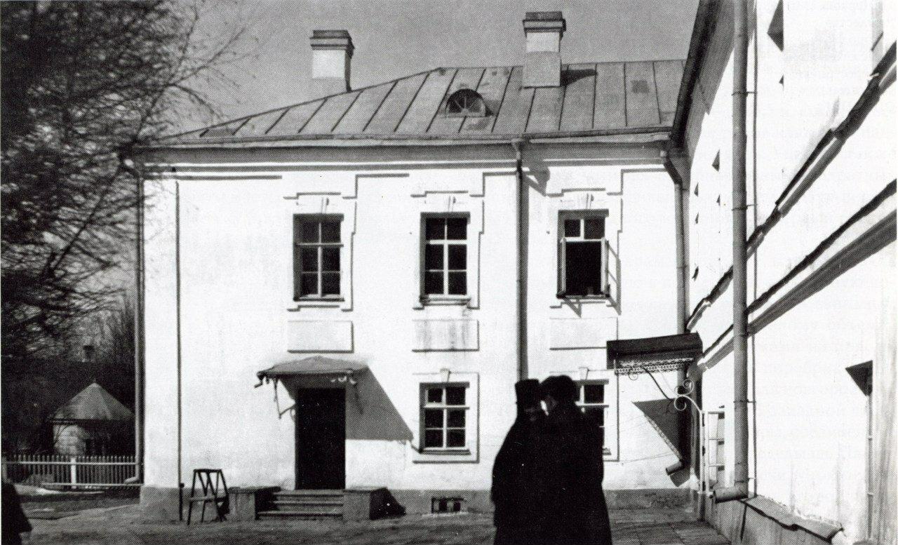 Настоятельский корпус Десятинного монастыря. Вид с востока