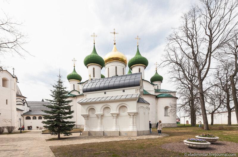 Памятник-часовня Дмитрия Пожарского в Спасо-Евфимиевом монастыре в Суздале