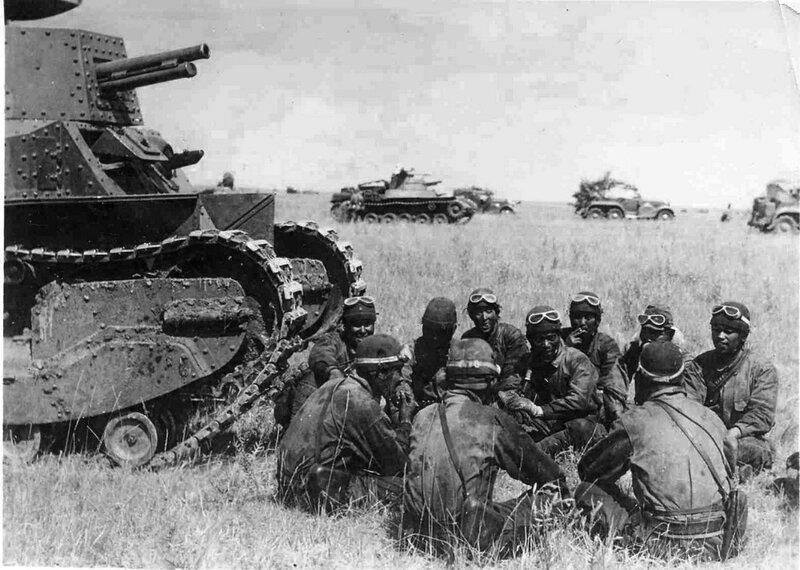 Халхин-Гол. Инструктаж японских танкистов у танка Тип 89 «Йи-Го», в монгольской степи во время наступления.