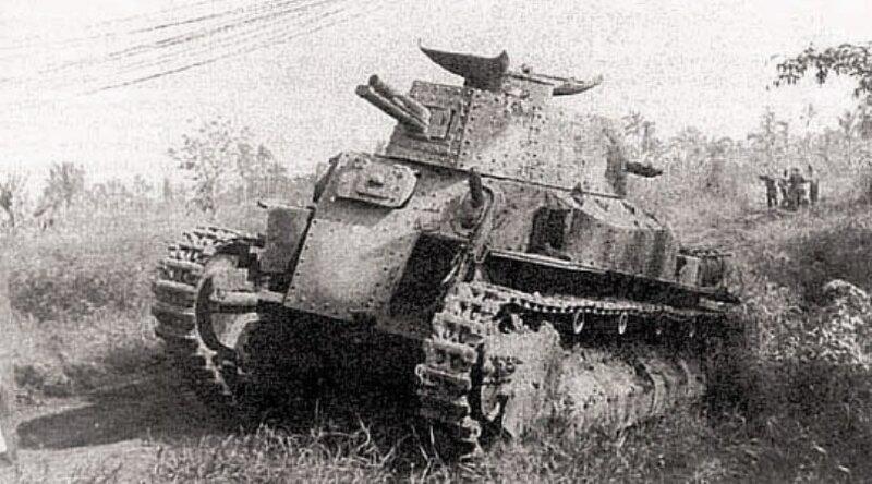 Подбитый в ходе сражения на Халхин-Голе средний японский танк Тип 89 (Йи-Го).