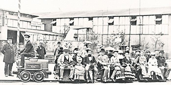 1879 Электрическая железная дорога компании Siemens & Halske на Берлинской выставке.jpg
