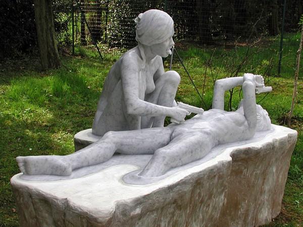 skulptura-golih-zhenshin-i-muzhchin