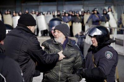 В Запорожье на евромайдане милиция пустила в ход гранаты