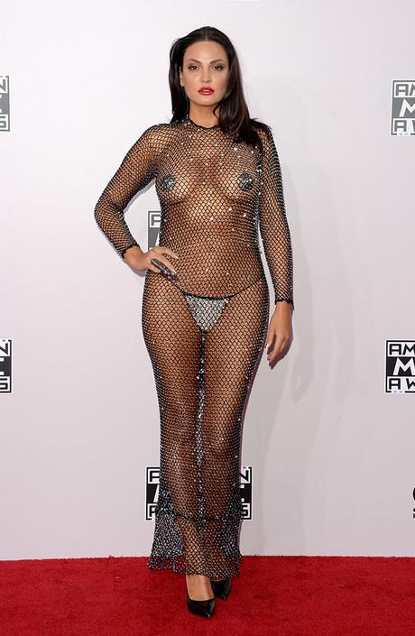 Модный фейл с прозрачным нарядом случился у топ-модели Летиции Каста. Француженка решилась п