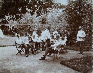 Группа офицеров полка в саду за чаем по окончании маневров.