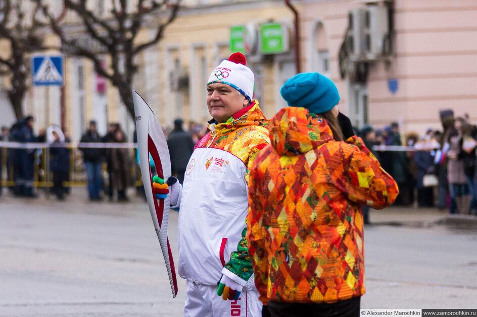 Участник эстафеты Олимпийского огня в Саранске
