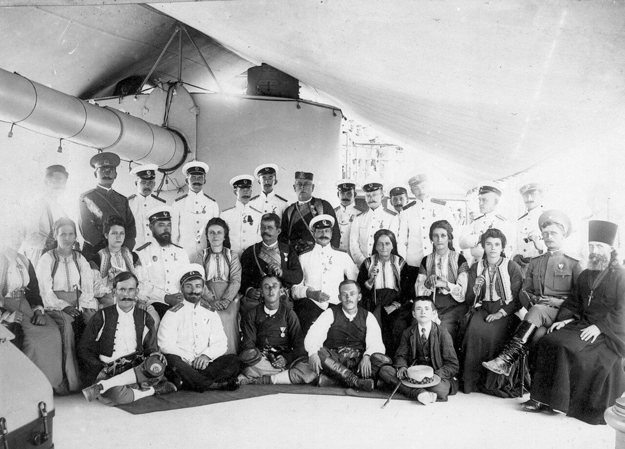 На борту броненосного крейсера «Адмирал Макаров» в порту Антивари в августе 1910 г. по случаю посещения корабля королем Черногории Николаем I