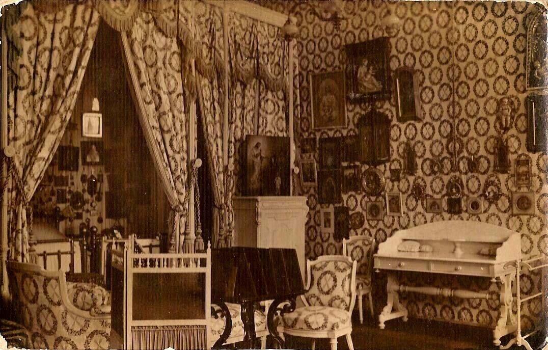 Утраченный интерьер спальни императрицы Александры Федоровны в Александровском дворце Царского села