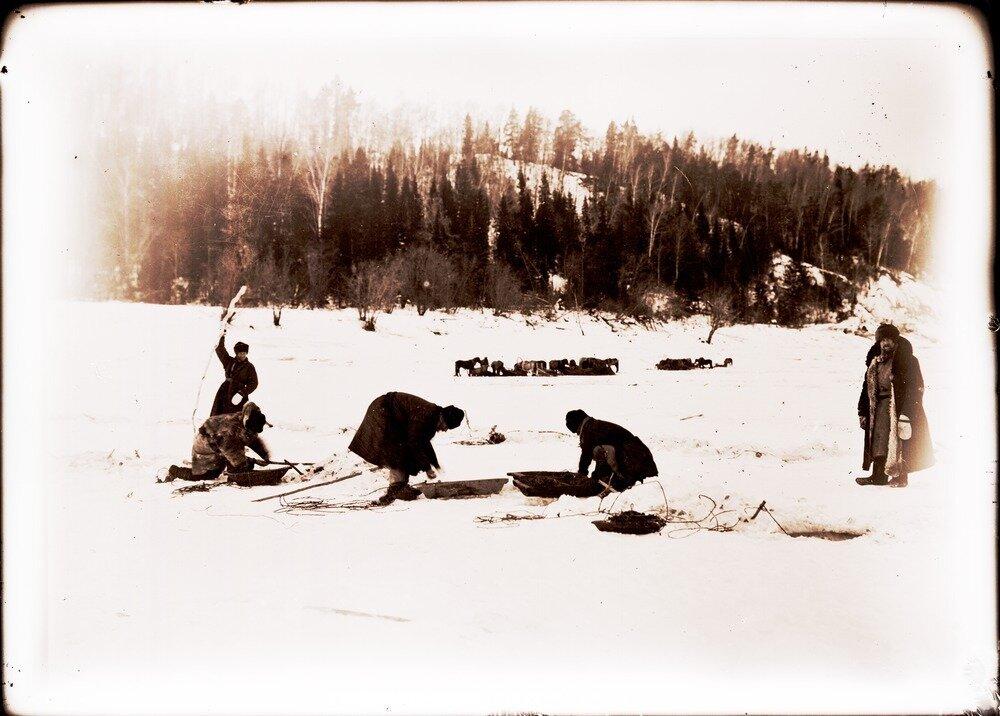 1912. Село Уват. Рабочие пароходных доков