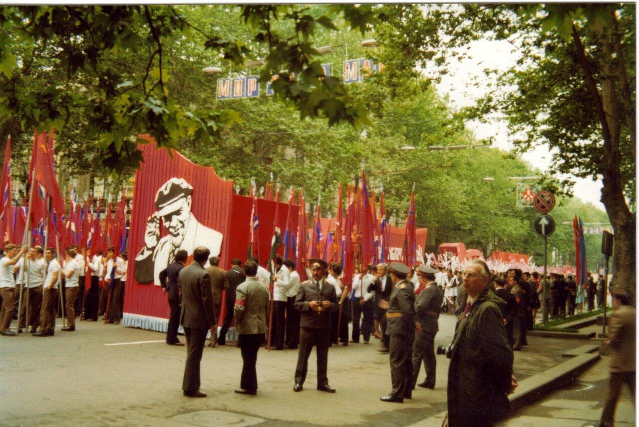 Ленин возглавил войска