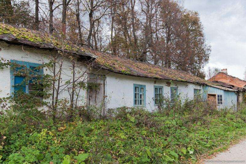 Хозяйственные постройки в усадьбе Колосово