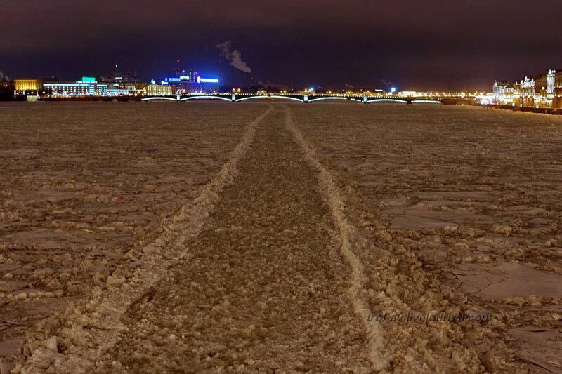 Нева и Троицкий мост с Дворцового моста ночью, Санкт-Петербург