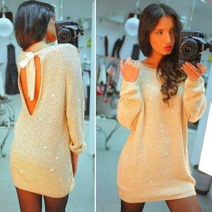 Секрет скромницы - капелька на спинке. Платье-туника спицами