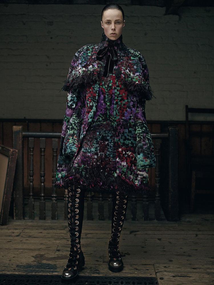 Стелла Теннант (Stella Tennant) и Эди Кэмпбелл (Edie Campbell) для Alexander McQueen