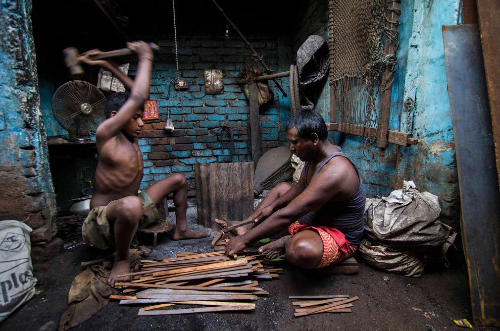 9. Поощрительный приз. Рабочий из Бангладеша. (Фото Mohammad Rakibul Hasan):
