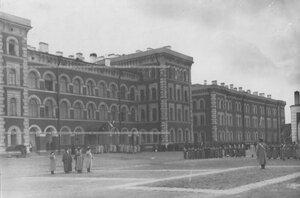 Построение полка по случаю празднования 100-летия Лейпцигской битвы во дворе казарм.