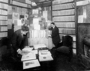 Отдел искусства книжного магазина А.Ф.Цинзерлинга.