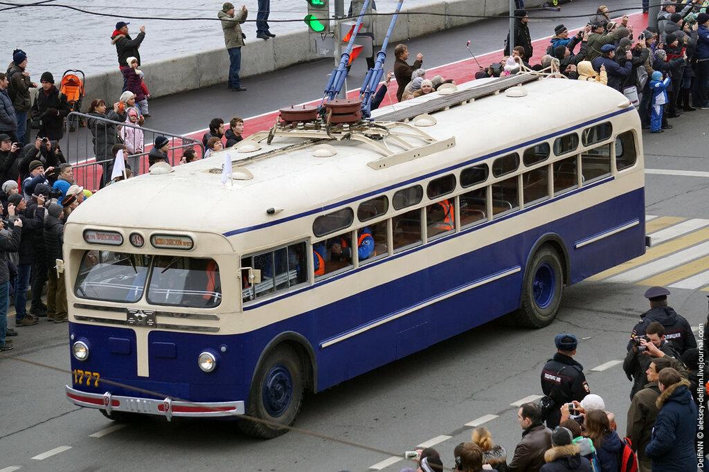 Парад-троллейбусов-04.jpg