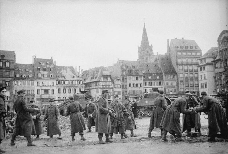 Prise de Strasbourg et sa région par la 2e DB (Division Blindée).