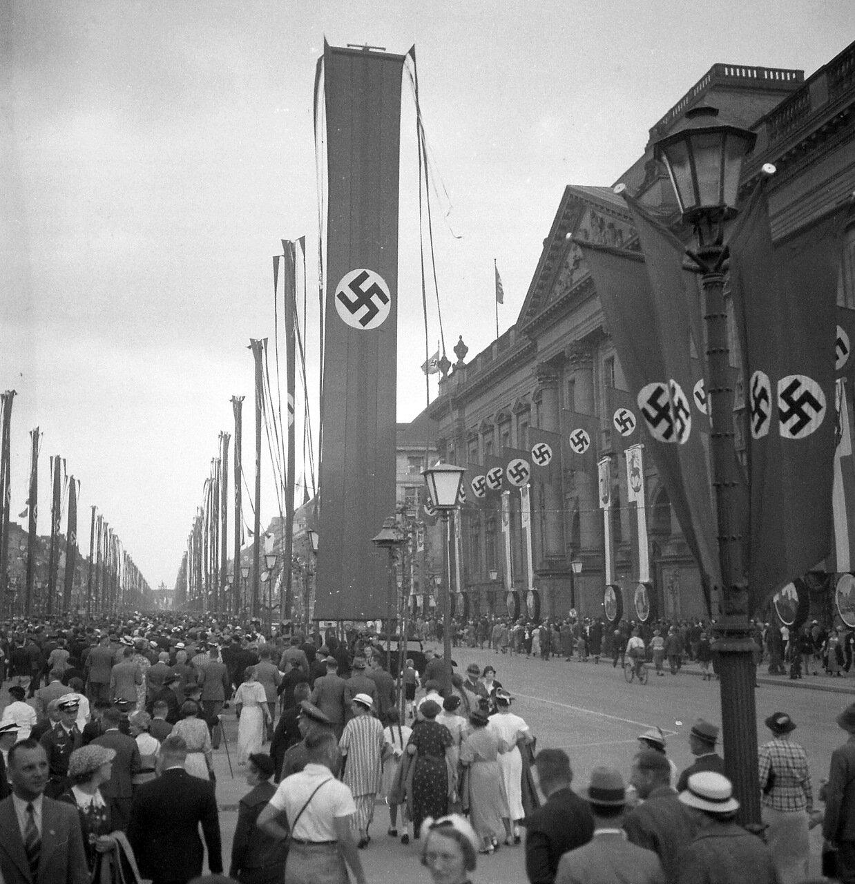 1936.  Берлин, Унтер-ден-Линден