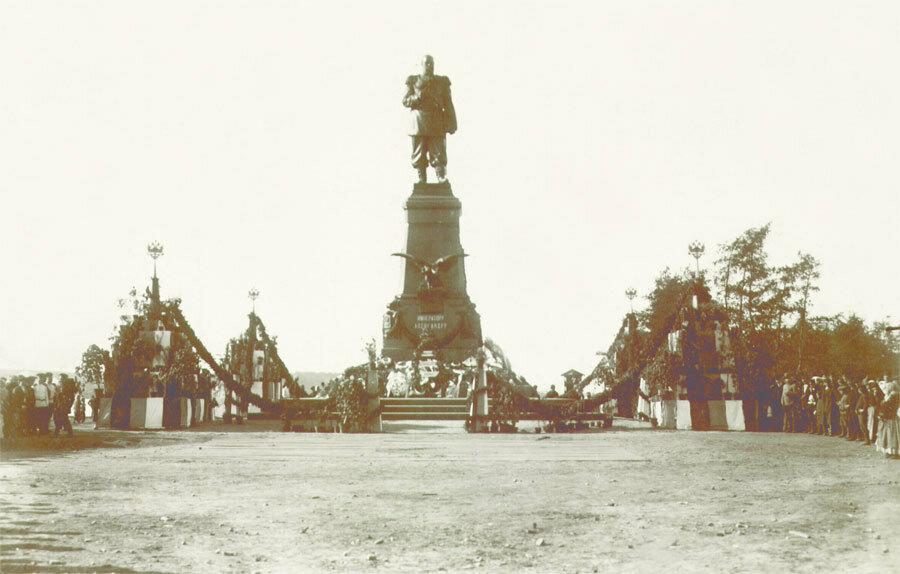 Памятник Александру III после торжеств