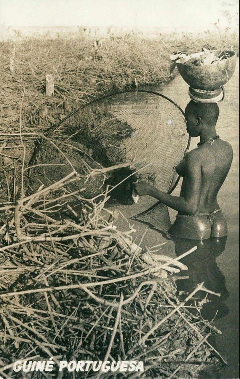 1960-е. Рыбачка из Португальской Гвинеи