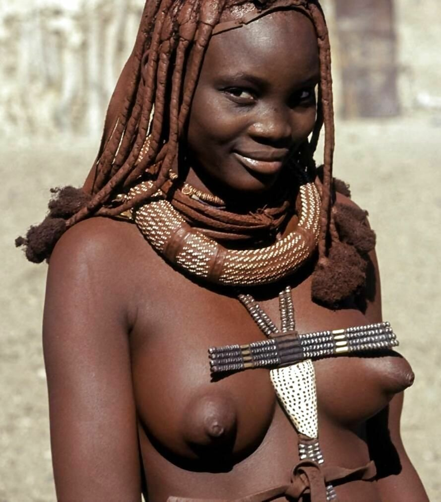 Topless aborigines donne