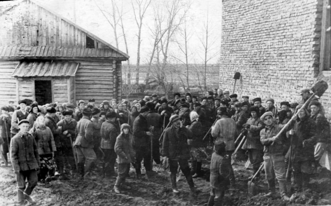 1961. Воскресник в деревне Равнец