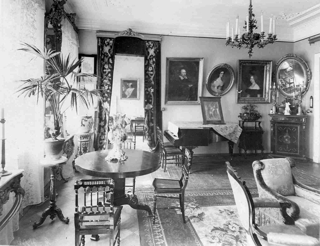 Гостиная в квартире барона Икскуля