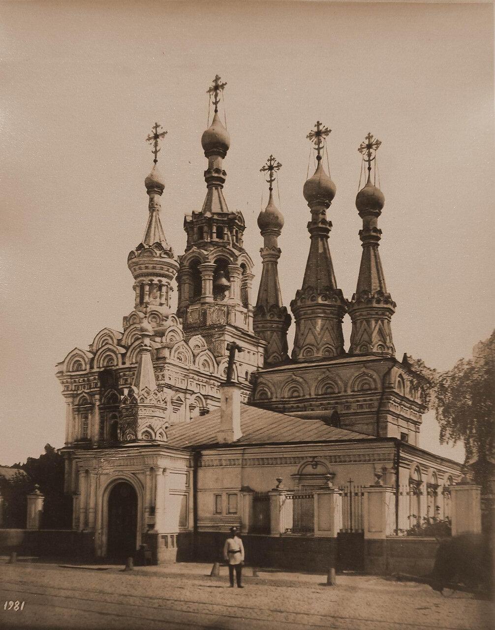 Вид на церковь Рождества Богородицы в Путинках (постройка 1649-1659 гг.) на М.Дмитровке (Земляной город)
