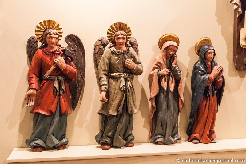 Предстоящие архангелы, Михаил и Уриил, Мария Магдалина, Богоматерь.