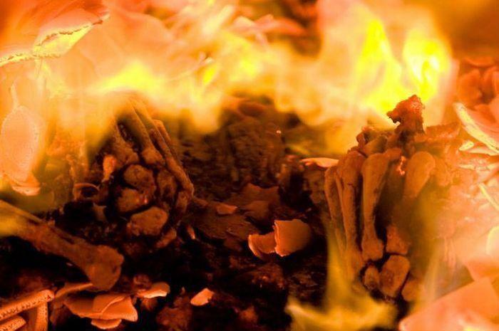 Заглянем внутрь печки крематория