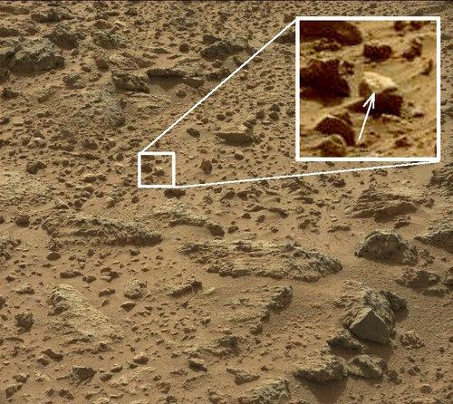 Оригинальное фото с Марса от Curiosity, на котором был обнаружен молоток с надписью