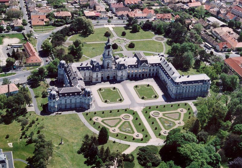 Вид на дворец с высоты птичьего полета
