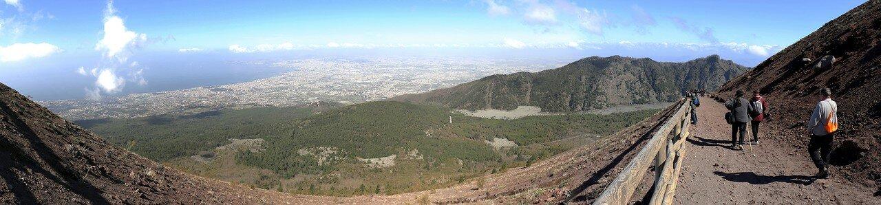 Вид с тропы на Везувий