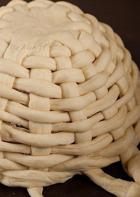 Плетеная пасхальная корзинка