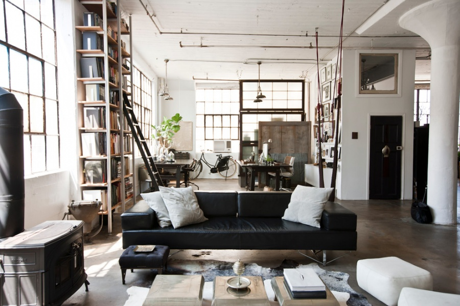 Прежде всего втаком интерьере старайтесь окна ипомещения сделать достаточно большими, потолки долж