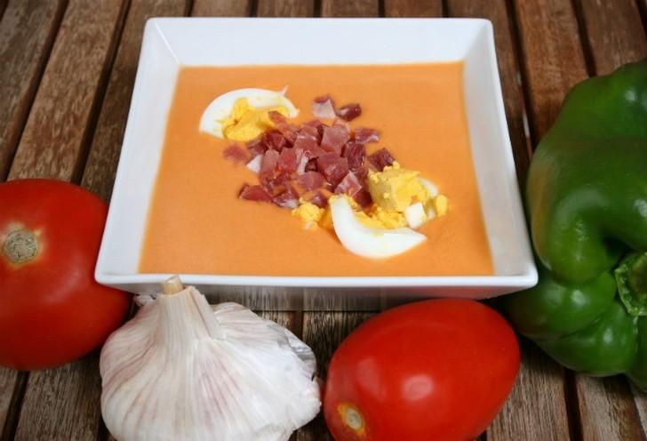 7. С помидорами (холодный испанский суп Salmorejo) Ингредиенты: 800 г помидоров, 200 г черствого бел