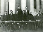 Группа депутатов Второй Государственной думы от Минской губернии в зале Таврического дворца.