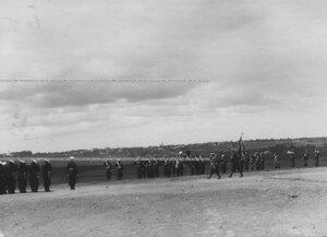 Вынос знамени полка перед парадом.