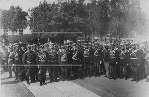 Группа генералов и офицеров, служащих и прежде служивщих в полку в день 200-летнего юбилея.