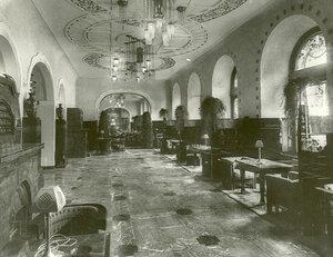 Холл гостиницы.