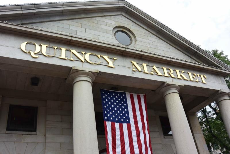 Где покушать в Бостоне? Упитанная синица на рынке Quincy Market