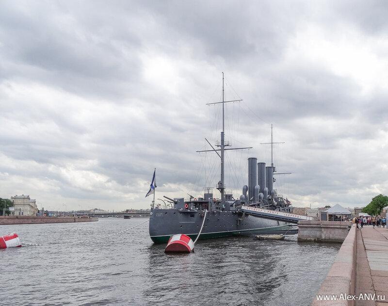 Легендарный крейсер Аврора.