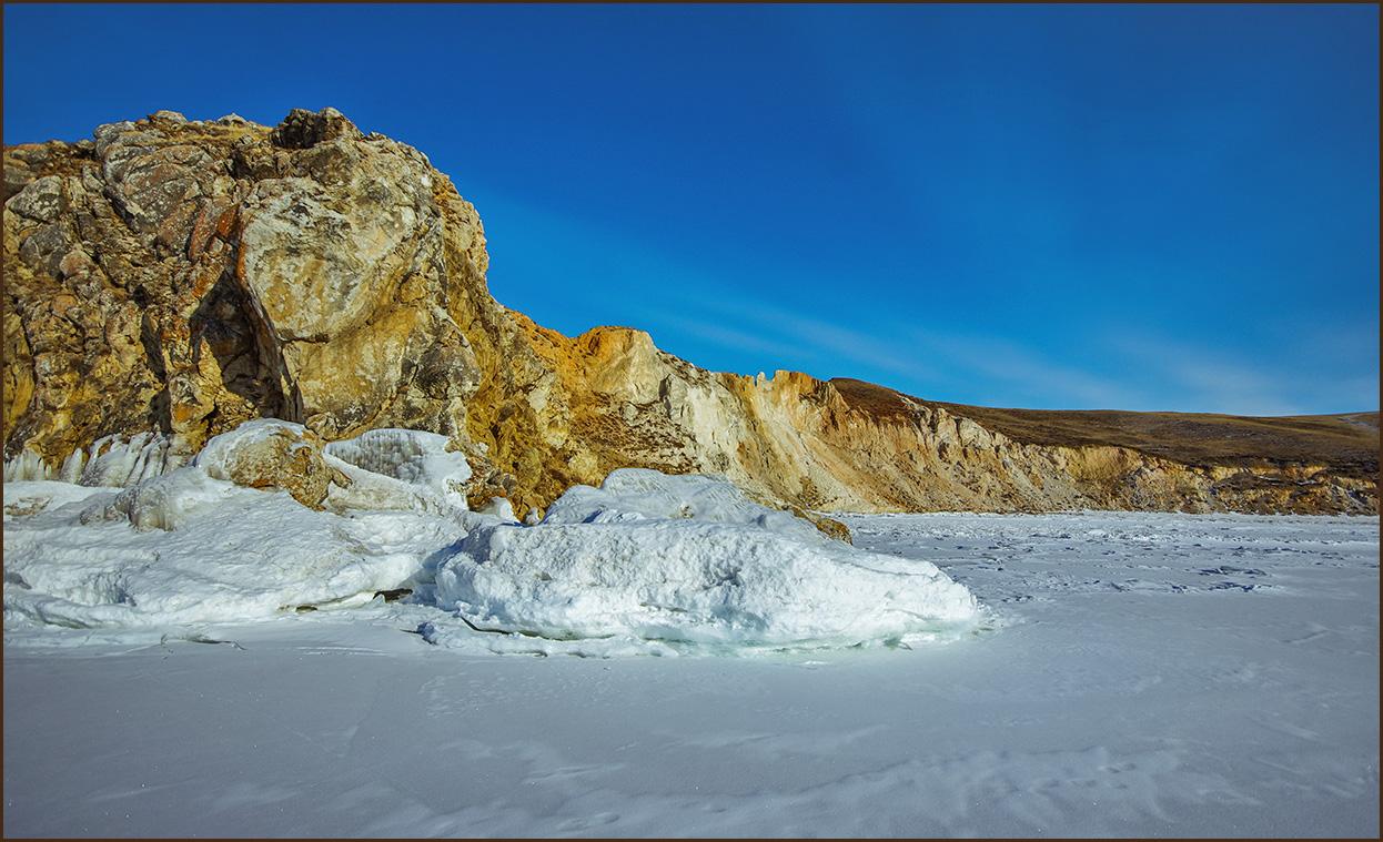 Разноцветный берег Байкала