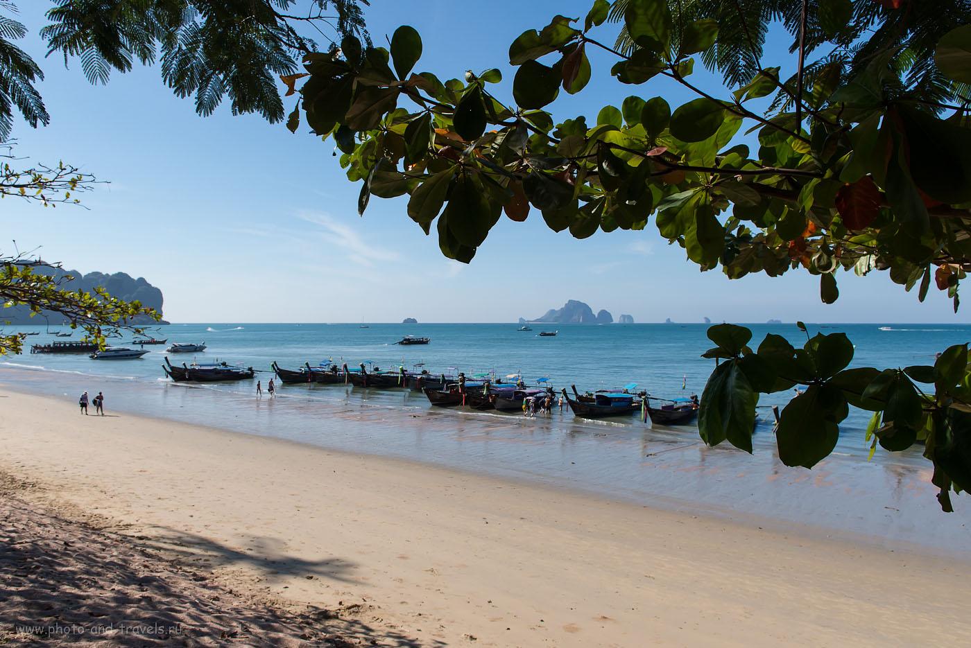 Фото 2. Лодки ждут своих пассажиров. Остров Koh Poda виднеется на заднем плане. Что делать на пляже Ао Нанг в провинции Краби. Отчеты о самостоятельных экскурсиях в Таиланде (320, 24, 9.0, 1/500)