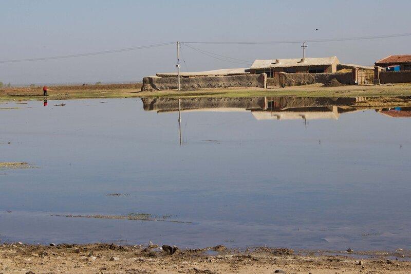 озеро и дом во внутренней монголии, китай