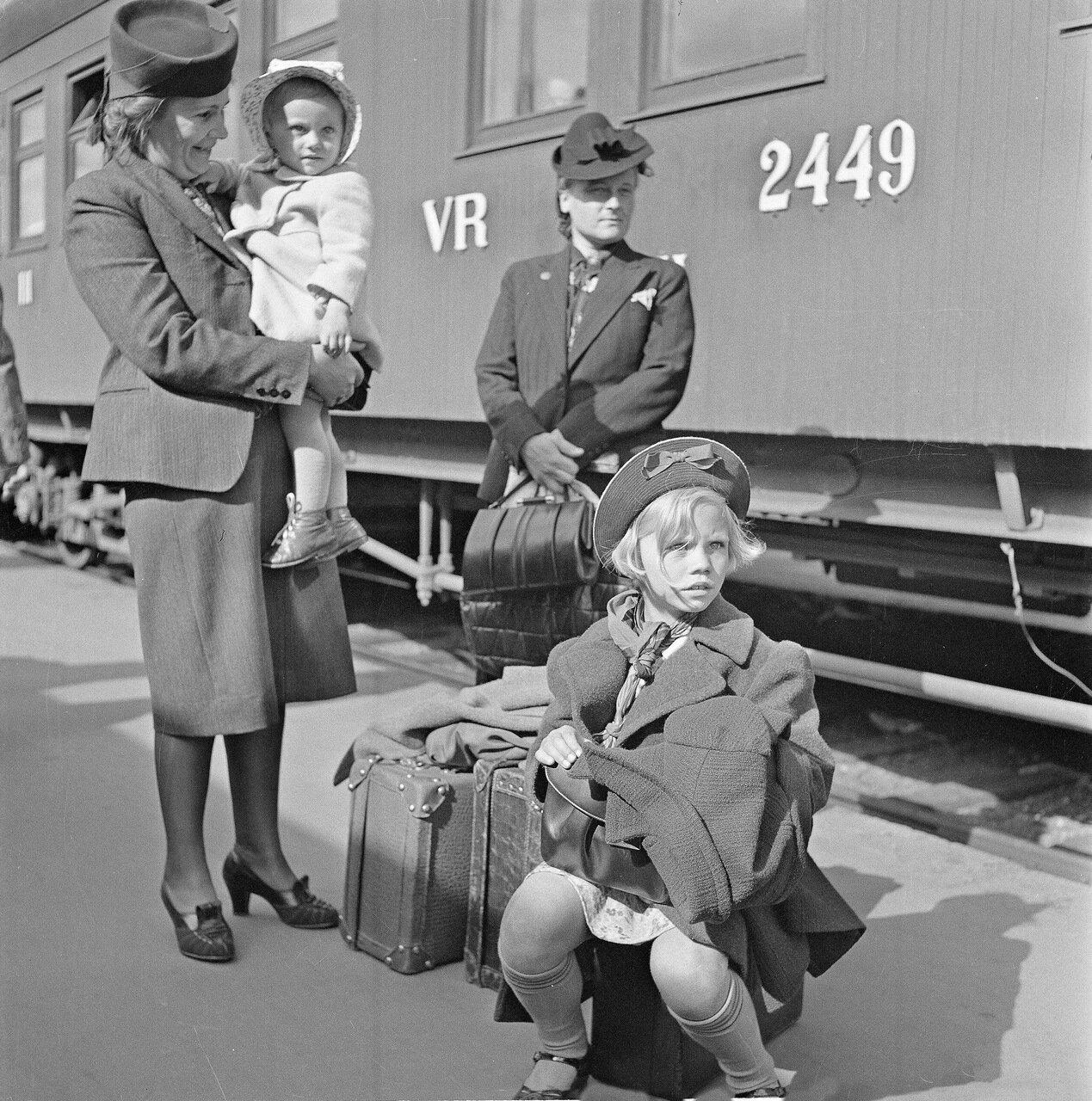 1941. 20 июня. Центральный вокзал. В ожидании поезда