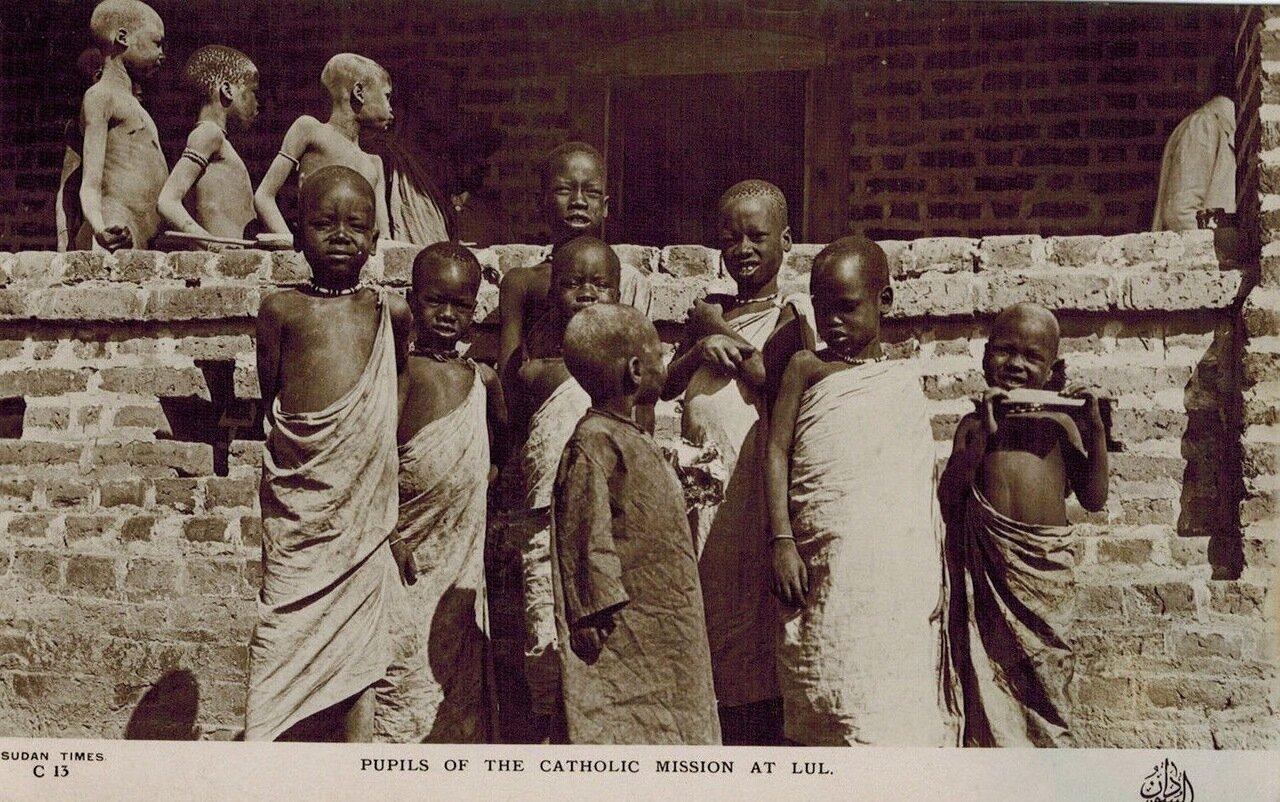 1920. Учащиеся католической миссии в Луле, Судан