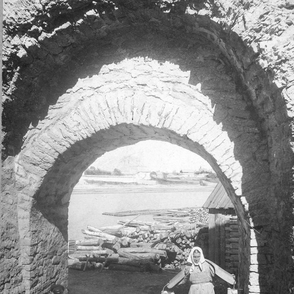 Развалины на р. Великой